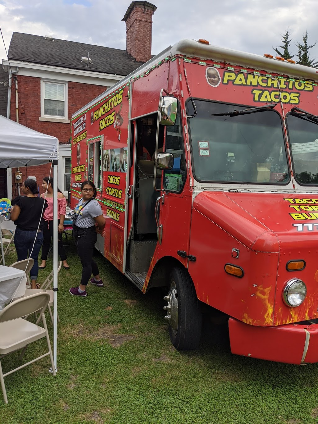 Panchitos Tacos Truck - restaurant  | Photo 3 of 10 | Address: 4900 W Gladys Ave, Chicago, IL 60644, USA | Phone: (773) 574-5964