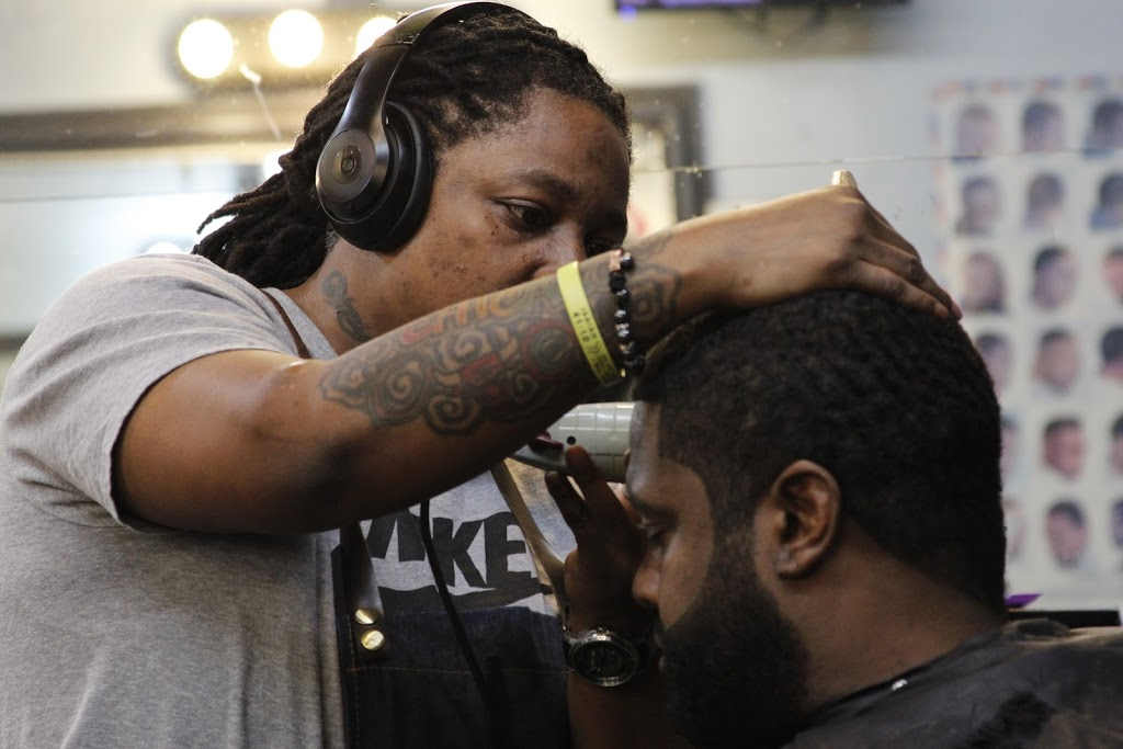 Dezign 2 Please - hair care  | Photo 8 of 10 | Address: 4811 W Harrison St, Chicago, IL 60644, USA | Phone: (773) 417-4302