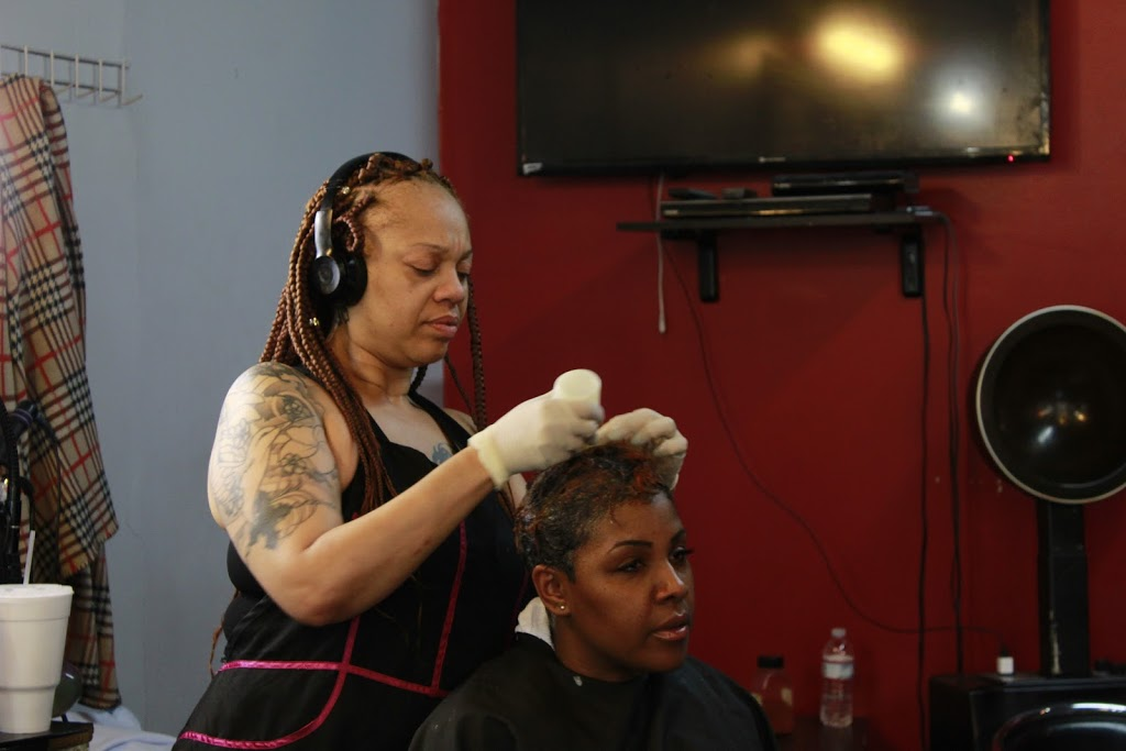 Dezign 2 Please - hair care  | Photo 5 of 10 | Address: 4811 W Harrison St, Chicago, IL 60644, USA | Phone: (773) 417-4302