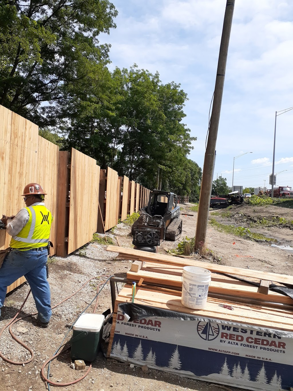 Industrial Fence Inc - general contractor    Photo 8 of 10   Address: 1300 S Kilbourn Ave # 3, Chicago, IL 60623, USA   Phone: (773) 521-9900