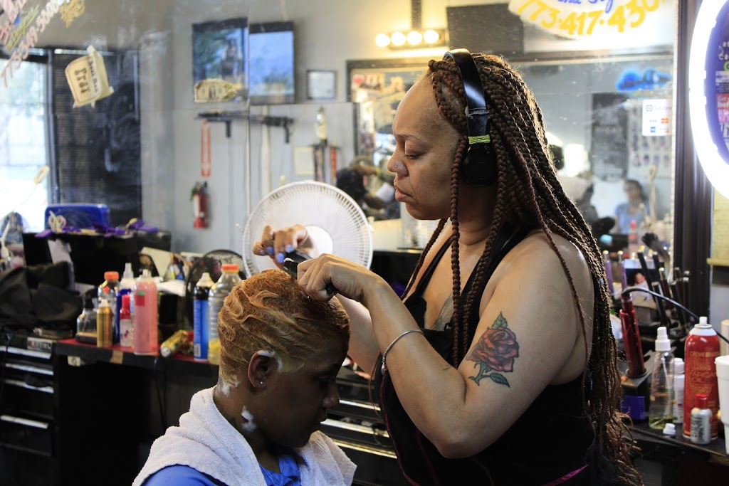 Dezign 2 Please - hair care  | Photo 9 of 10 | Address: 4811 W Harrison St, Chicago, IL 60644, USA | Phone: (773) 417-4302
