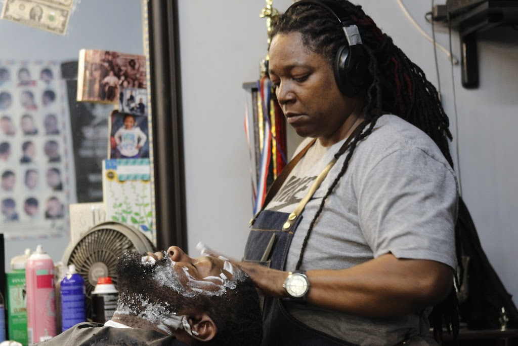 Dezign 2 Please - hair care  | Photo 10 of 10 | Address: 4811 W Harrison St, Chicago, IL 60644, USA | Phone: (773) 417-4302